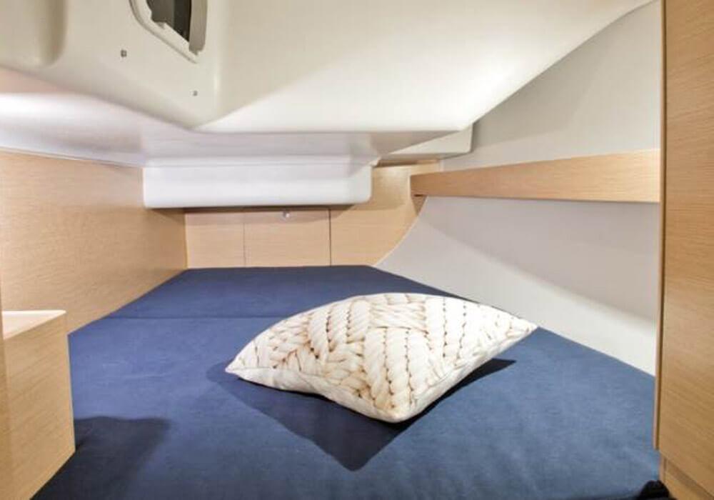 Elan Impression 35 (2018) - Yacht Charter Croatia