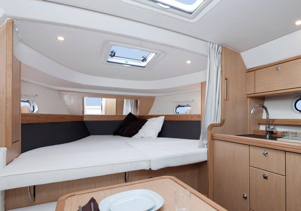 Bavaria 32 Sport (2012) - Motor Yacht Charter Croatia
